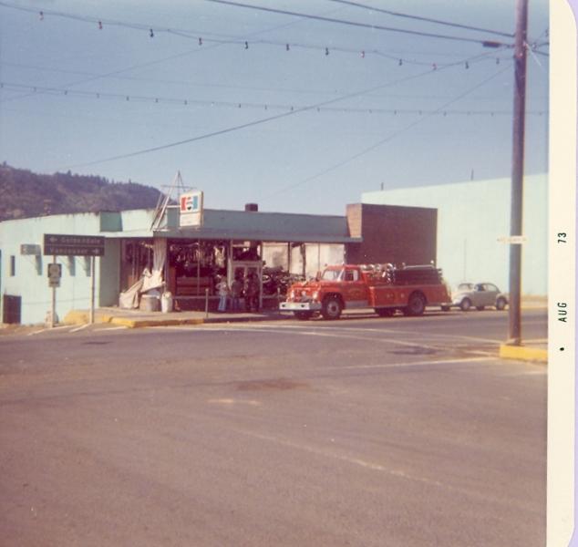 1973 Bingen fire truck at Hwy 14/141