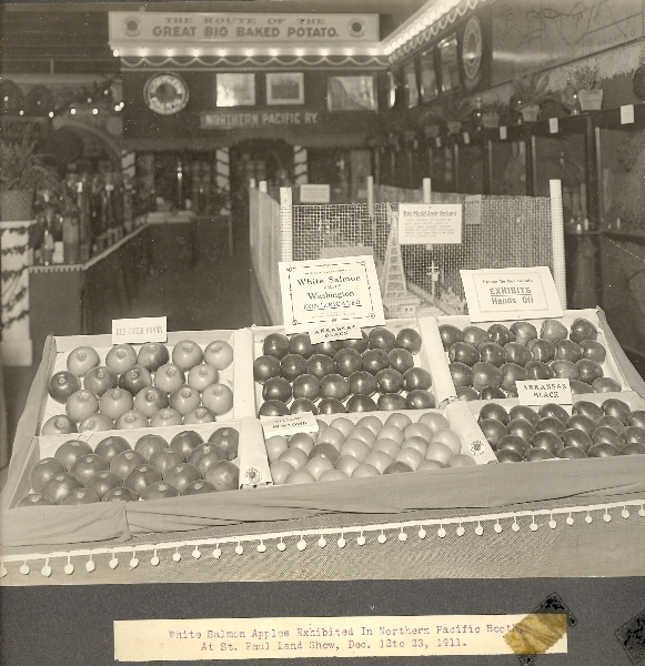 1911 Apple display at St. Paul Land Show
