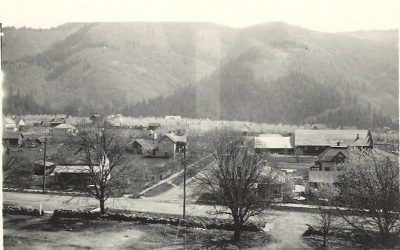 white-salmon-main-street-looking-east-from-school