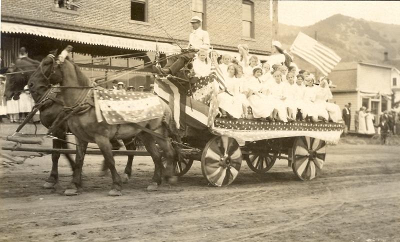 white-salmon-parade-early-1900s-2