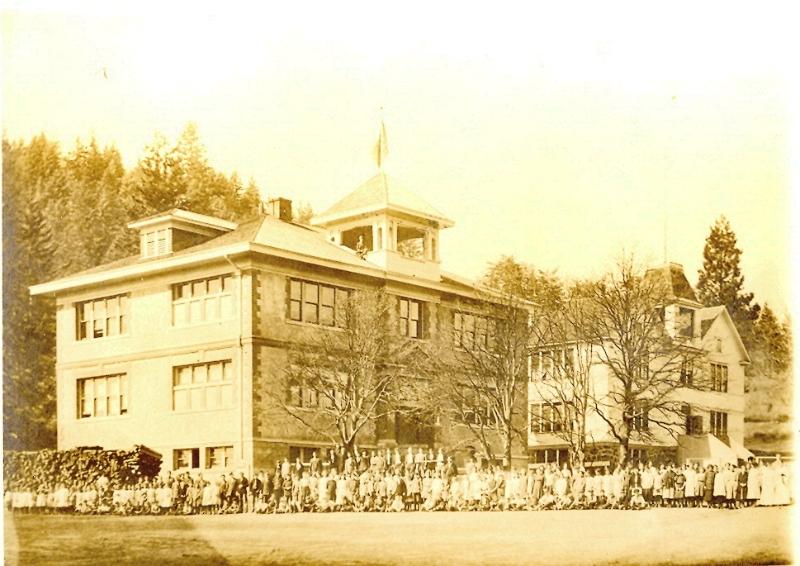 white-salmon-schools-circa-1914