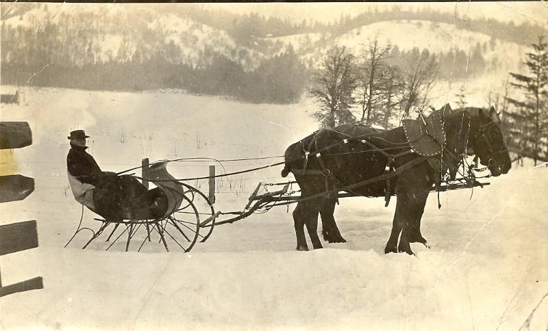 1917 WillLauterbach in family sleigh