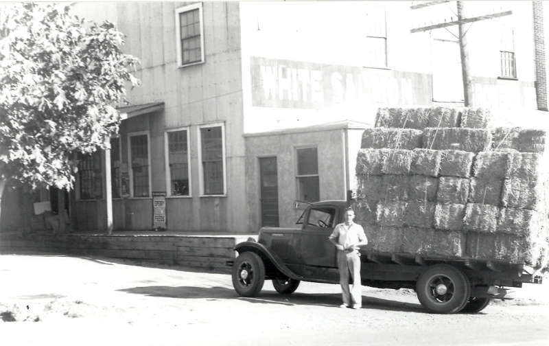 harvey-mansfield-with-load-of-hay-at-growers-warehouse