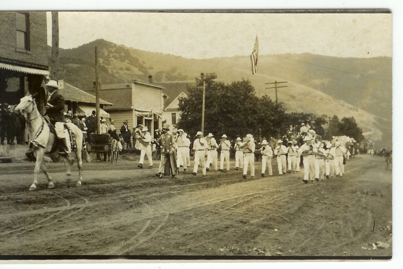 parade-in-white-salmon-wash-in-early-1900s